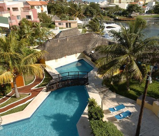 Outdoor swimming pool hotel faranda imperial laguna cancún cancun