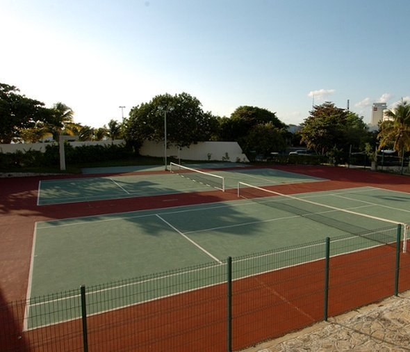 Tennis court hotel dos playas faranda cancún cancun