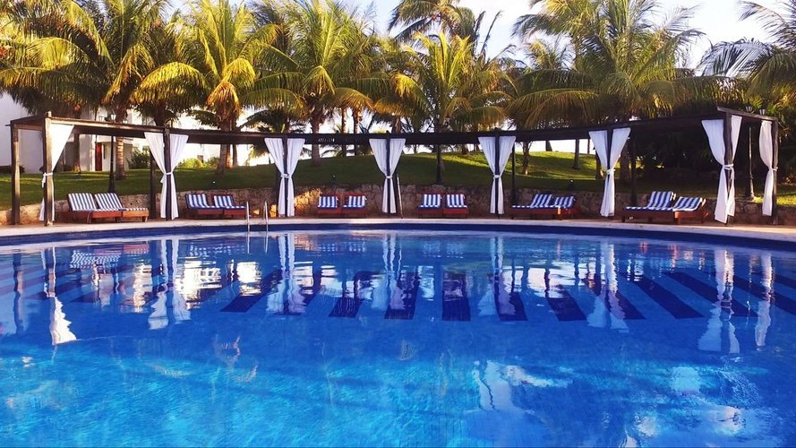 Swimming pool hotel dos playas faranda cancún cancun