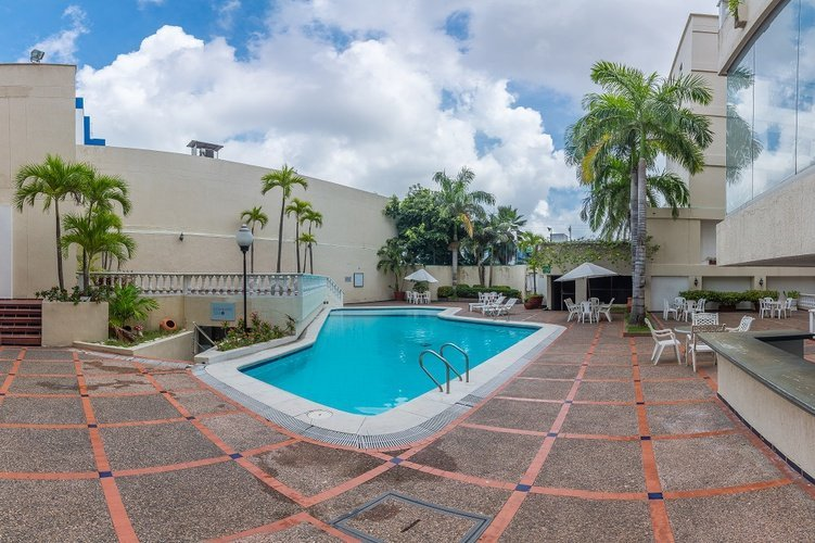 Outdoor swimming pool hotel faranda express puerta del sol barranquilla